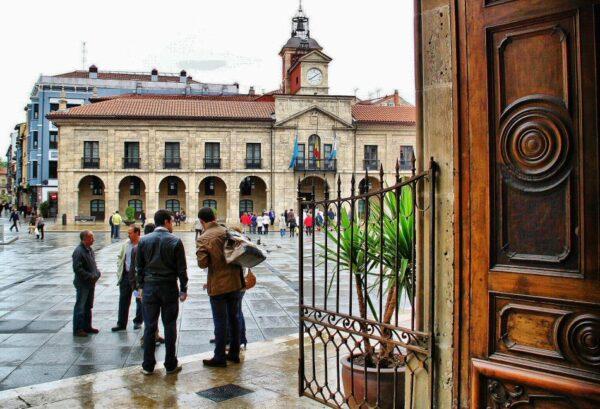 Ayuntamiento de Avilés en la plaza de España