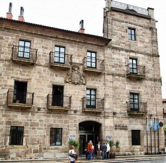 Palacio de Ferrera en la plaza de España de Avilés en Asturias