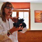 Cata de uvas en la visita de la Bodega Finca La Estacada en Tarancón