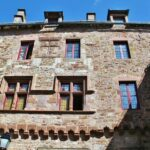Rincón de la ciudad medieval de Rodez al sur de Francia