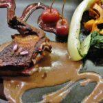 Pichón con champiñón en el restaurante Gustos y Colores en Rodez