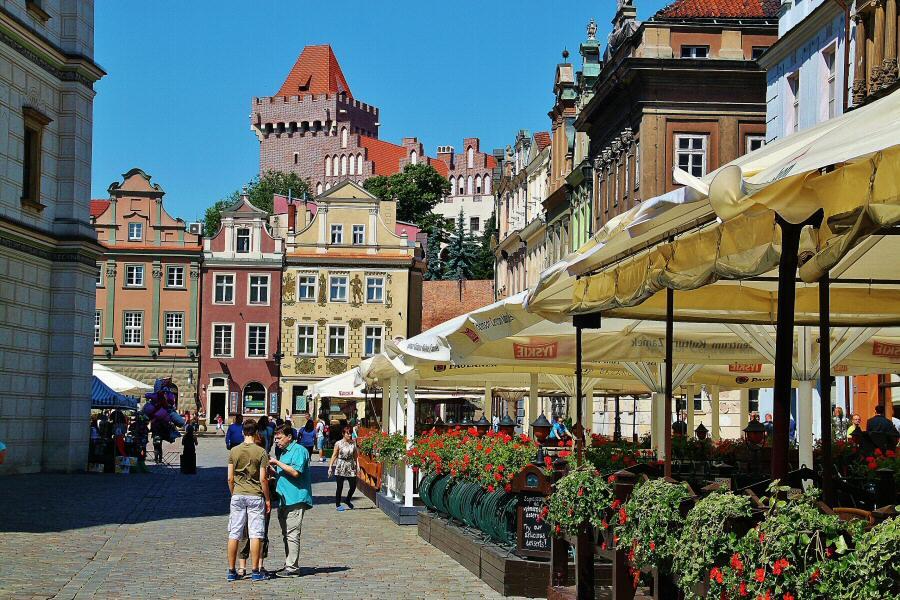 Rincón de la plaza del Mercado de Poznan en Polonia