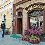 Restaurante en la plaza del Mercado de Poznan en Polonia
