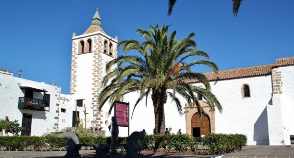 Iglesia de Santa María de Betancuria en Fuerteventura, primera catedral de Canarias