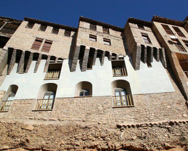 Casas colgadas en el centro histórico de Tarazona en Aragón