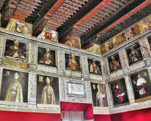 Salón de los Obispos en el Palacio Episcopal de Tarazona