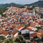 Castelo de Vide desde su castillo en Alentejo en Portugal