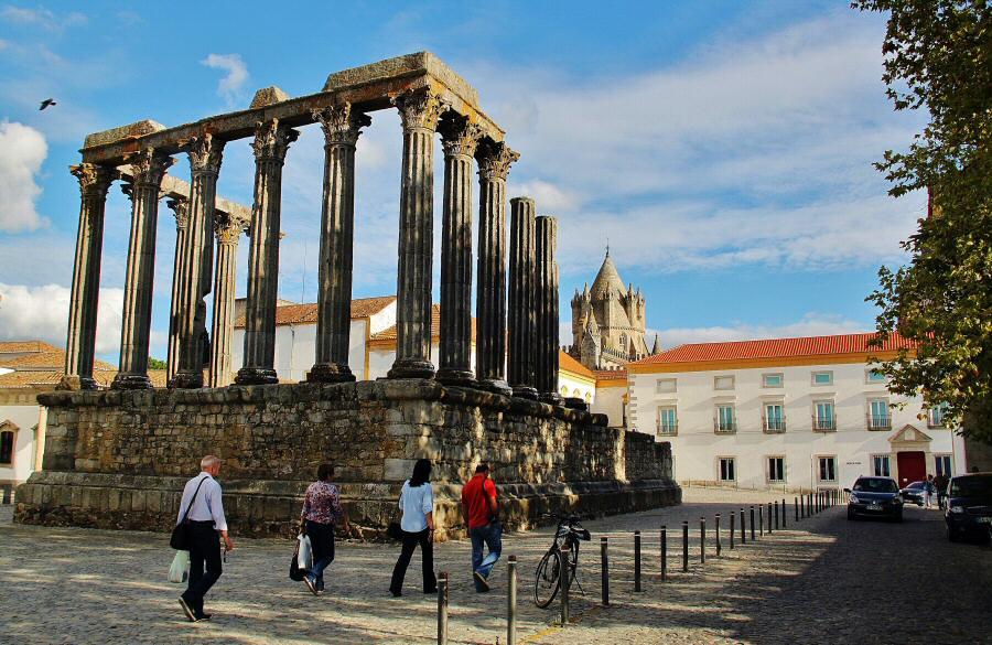 Templo romano de Evora en Alentejo en Portugal