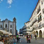 Plaza de Giraldo, centro de Evora en Alentejo en Portugal