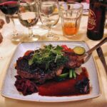 Steak de ternera irlandesa en rest An Port Mor de Westport