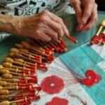 Demostración de encaje de bolillos en el museo de Brujas