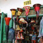 Tienda de lámparas en la Medina de Tetuán en Marruecos