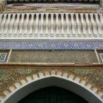 Puerta de Mezquita en la Medina de Tetuán en Marruecos