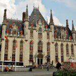 Plaza del Mercado de Brujas en Flandes Bélgica