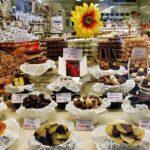 Escaparate de tienda de chocolates en Brujas en Flandes