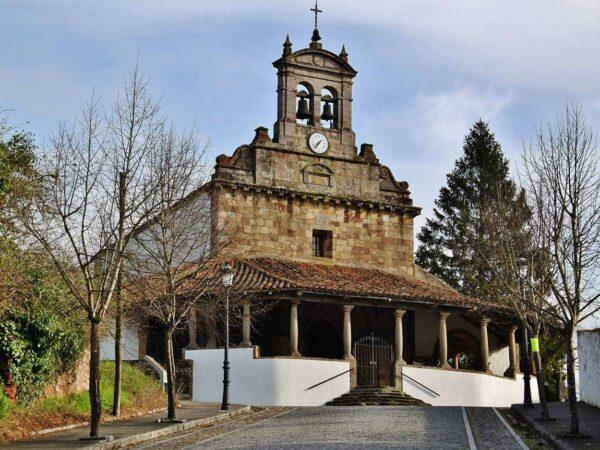 Iglesia San Juan de Amandi en Villaviciosa en Asturias