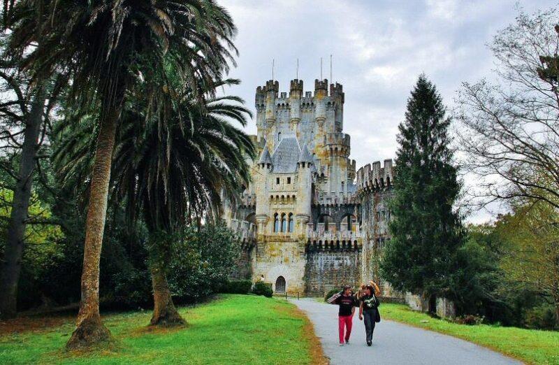 Castillo de Butrón en la comarca de Uribe cerca de Bilbao