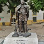 Estatua del rey Manuel I en Elvas en Alentejo Portugal