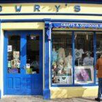 Tienda de ropa de lana en Clifden en la ruta de la costa atlántica de Irlanda