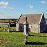 Antiguo templo Connor en Clonmacnoise en Irlanda