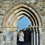 Puerta de la catedral de Clonmacnoise en Irlanda