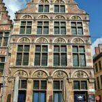 Fachada de una casa en Burgstraat en Gante en Bélgica