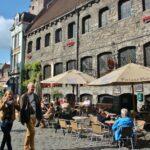 Terraza de bar en el centro medieval de Gante