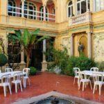 Patio interior del palacete L'Hotel Pams en Perpiñán al sureste de Francia