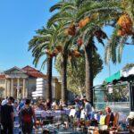 Mercadillo de antigüedades en Perpiñán al sureste de Francia
