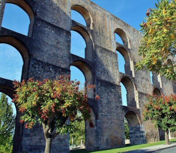 Acueducto de Amoreira en Elvas en Alentejo Portugal