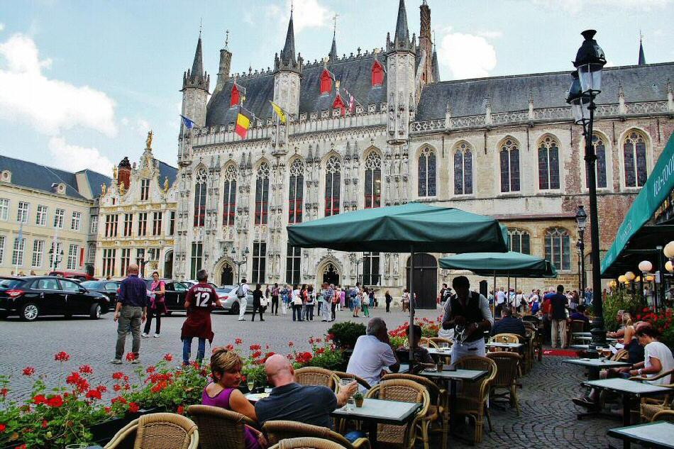 Brujas – Así es la visita del histórico Ayuntamiento en la plaza del Burg