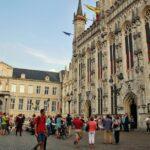 Ayuntamiento en la plaza del Burg de Brujas en Flandes