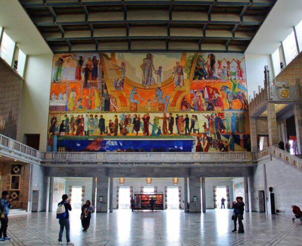 Gran Salón del Ayuntamiento de Oslo en Noruega