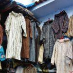 Tienda de chilabas en la medina de Chefchaouen al norte de Marruecos