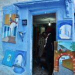 Tienda de artesanía en la medina de Chefchaouen al norte de Marruecos