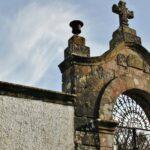 Cementerio junto a la iglesia de San Juan de Amandi en Villaviciosa