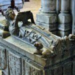 Sepulcro en la catedral Sé de Lisboa