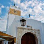 Mezquita en la medina de Hammamet en Túnez