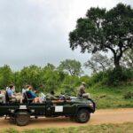 Vehículo todo terreno para safaris en el parque Kruger