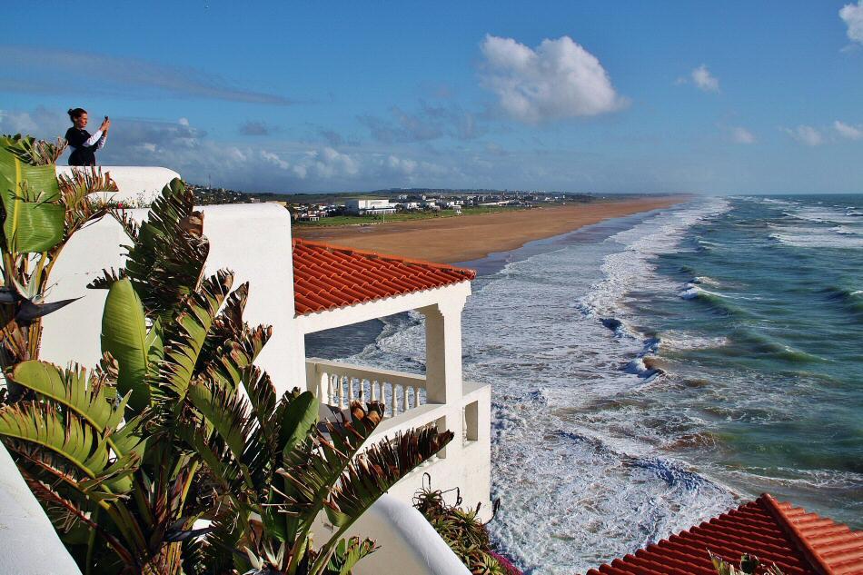 Vistas de la playa desde el hotel Le Mirage cerca de Tánger