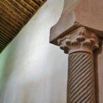 Capiteles de la iglesia mozárabe de San Cebrián de Mazote en Valladolid