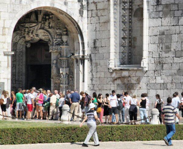 Colas para visitar el monasterio de los Jerónimos en Belem
