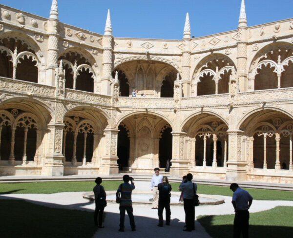 Claustro del monasterio de los Jerónimos en Belem en Lisboa