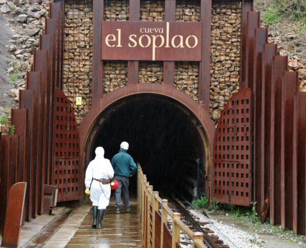 Entrada a la Cueva El Soplao en Cantabria