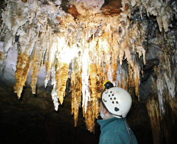 Estalactitas en Cueva El Soplao en Cantabria