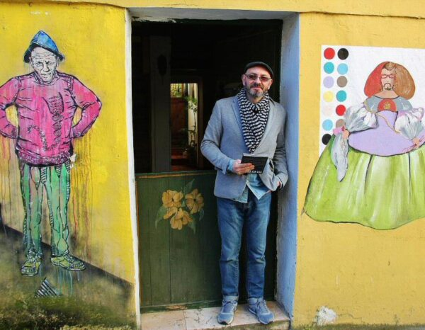 Eduardo Hermida en su casa de Canido en Ferrol