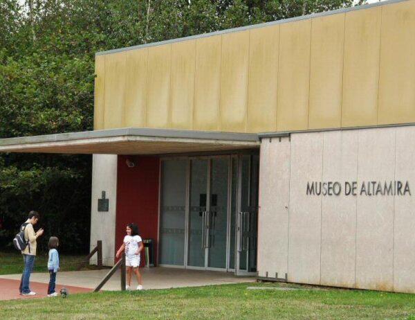 Entrada al Museo y Neocueva de Altamira en Cantabria