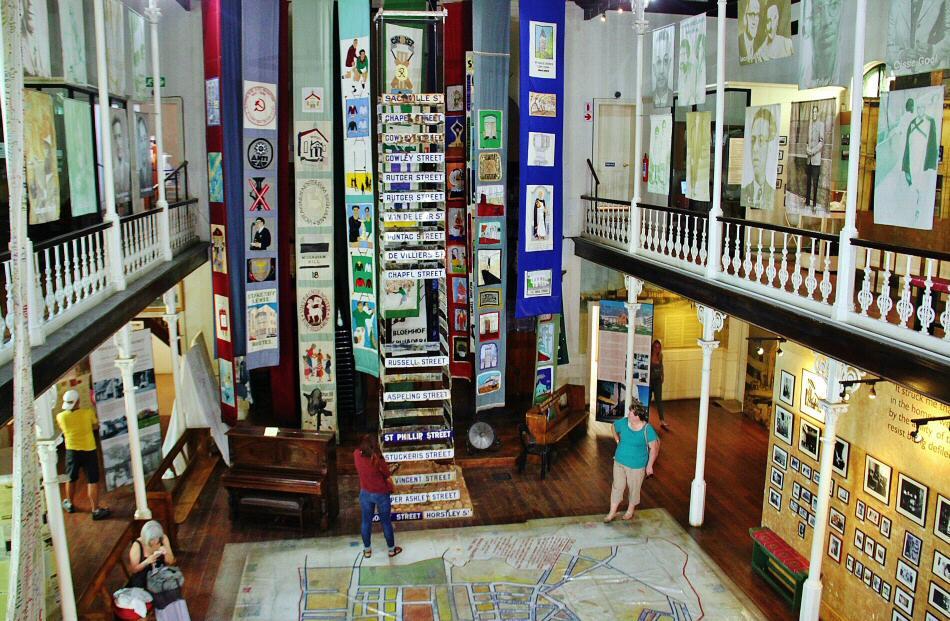 Memoria del apartheid en museo del Distrito 6 de Ciudad del Cabo
