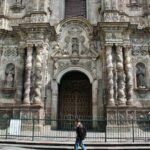Fachada barroca de la iglesia de la Compañía en Quito