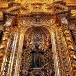 Capilla en el interior de la iglesia de la Compañía en Quito